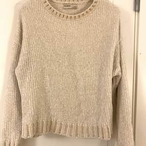 Super fin sweatshirt från pull&bear som har jätte skönt material som jag tror är velvet. Inte använt denna så mycket men är jätte bekväm och skön!