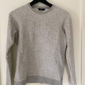 Gant tröja i XS, små sminkfläckar på som säkert går bort enkelt om man bara lägger lite tid på den.
