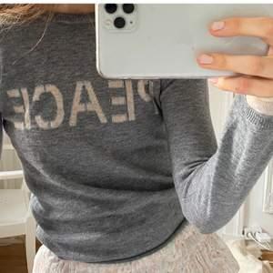 Läggar upp igen i hopp om att fler ska se 💖 Zadig Voltaire tröja 95% ull 5% cashmere möts helst upp i Stockholm fraktar helst inte💖