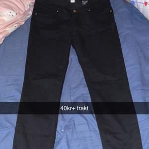 Helt nya jeans i storlek 42! 40kr+ frakt