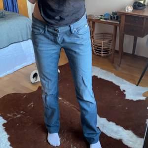 Blå raka lågmidjade jeans  från 7 for all mankind strl 28