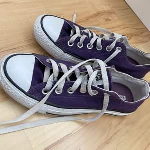 Bra skick, men lite smutsiga på vissa ställen som t.ex. skosnörerna. Är inte 100% säker på att dom är äkta eftersom dom är köpta från second hand. Bud från 150kr! (Går att köpa direkt för 300+frakt)