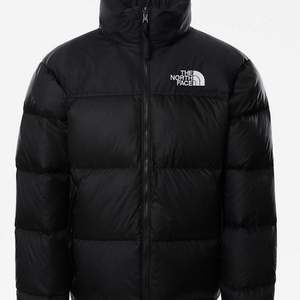 INTRESSEKOLL! På min north face jacka, som är använd en halv vinter!⚡️⚡️ köpte den för 3099kr och säljer den runt 2000, är som ny och inga slitningar någonstans!!💕💕 Det år storlek S herr och sitter overzised på mig som har xs/s/m