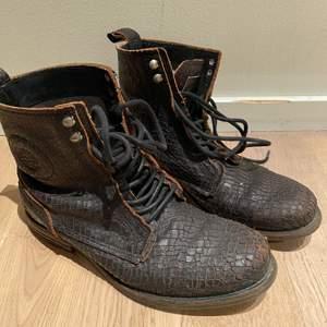 Sneaky Steve boots …..svart, storlek 40 🖤🖤🖤🖤🖤🖤🖤