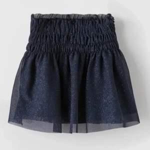 Säljer denna zara kjol igen pga vinnare av budgivning ej svarar. Sjukt fin och passar som en xs/s