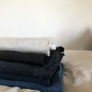 Säljer 5 par jeans. 60kr/st. Skriv mer för bilder och info om storlek och modell. Dem flesta är skinny. (Finns ytterligare ett par Tiger of sweden jeans i ljusare färg!)