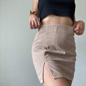 Hej, I'm selling this NEW nude cord skirt. It says size medium but it's too big on me - should fit a large. SALE IS ONLY UNTIL 10. JUNE!!
