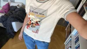 Säljer denna tshirt från Zara, ser sjukt vintage och ball ut❤️ storlek L för oversize fit