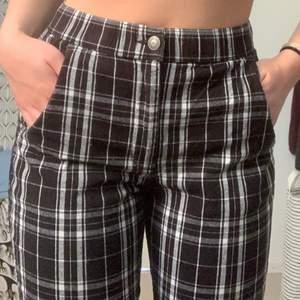 Jätte fina hollister byxor dom är ankel långa och stretchiga💗 (köparen betalar frakt)