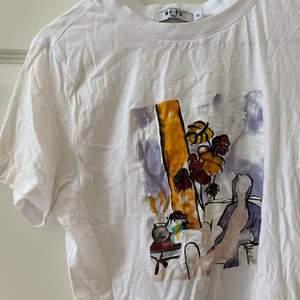 Tshirt med tryck från nakd, jättefint skick, passar xs-s💕