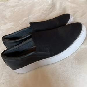 Säljer nu mina mocka vagabond skor som tyvärr är försmå. Använda en kväll och storlek 36🤩