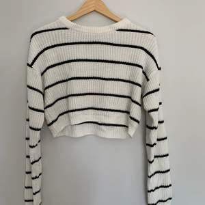 Randig stickad tröja från Primark. Storlek XS. Betalning sker via Swish. Säljes då den aldrig kommer till användning.