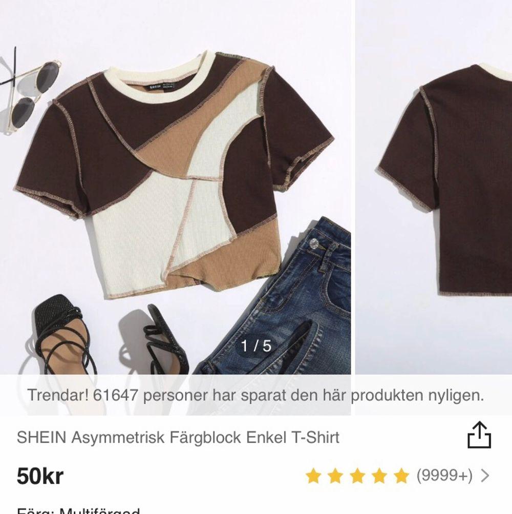 Säljer denna ursnygga tröja från shein i storlek L, men liten i storlek så passar S-M. Aldrig använd, endast testad. Frakt tillkommer 💞. Toppar.