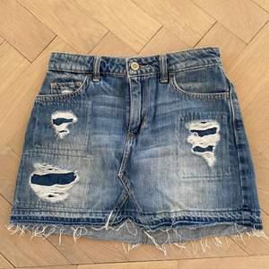 Gullig jeanskjol perfekt till sommaren
