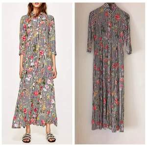 Zara floral maxi dress. Size XS. Perfect for those who love fowers and floral dresses :)