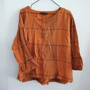 söt topp med ränder å naturvarmt orange tyg, från gudrun sjöden! 100%bomull.. flowy, oversized fit🌻