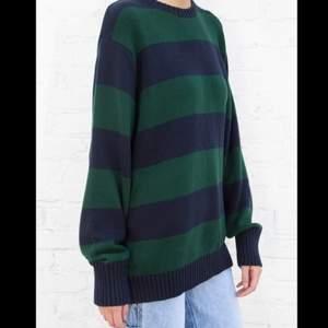 Söker denna brianna sweatern från brandy Melville!