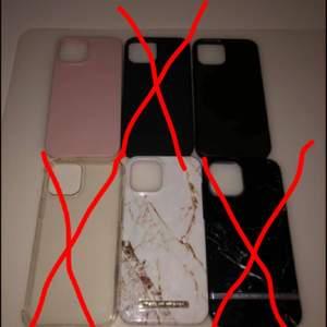 Säljer helt nya iPhone 12 PRO Max skal pågrund av jag bytt mobil.                                                                                              Rosa holdit 100kr 12kr frakt så 112kr (den är äkta o helt ny)      Svart appel 200kr 12kr frakt så 212kr (den är äkta o helt ny)     Ideal of sweden 100kr 12kr frakt så 112kr (den är äkta o helt ny)