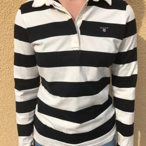 Superfin långärmad randig tröja med krage från Gant!