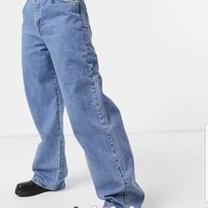 Nya jeans från asos, endast testade! Alla lappar kvar. Var lite för stora på mig. Denna storlek slut på hemsidan, nypris 300(plus frakt). Går såklart att få mer bilder:)