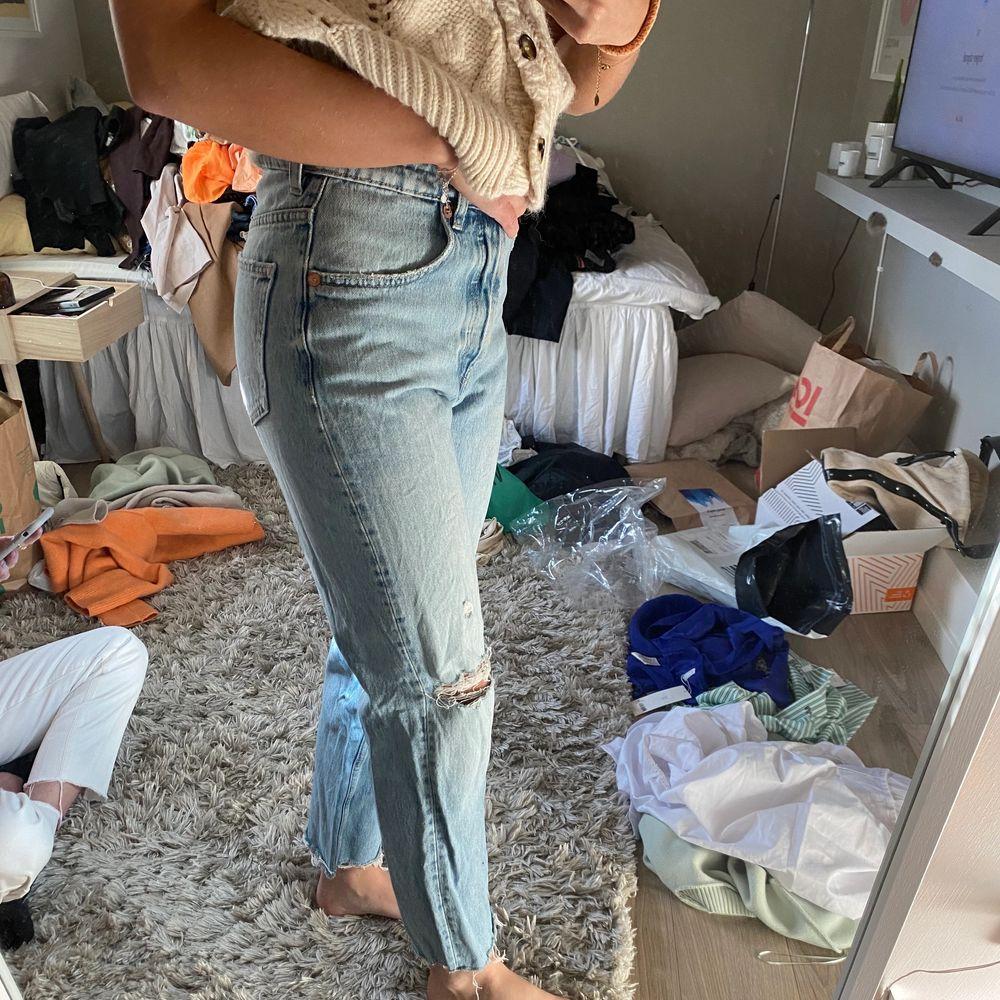 Jeans från zara! Aldrig använda . Jeans & Byxor.