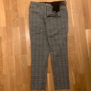 Burton Menswear Byxor. Skinny fit. Använd, inga skador. Hämtas i Umeå