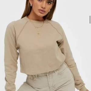Cropped sweater från Nelly Trend, använd ett fåtal gånger.