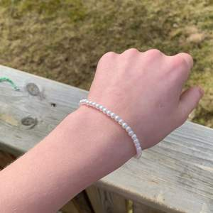 Säljer detta jätte fina armband då det jag har två av det💕 det är väldigt stetchig och hållbart✨