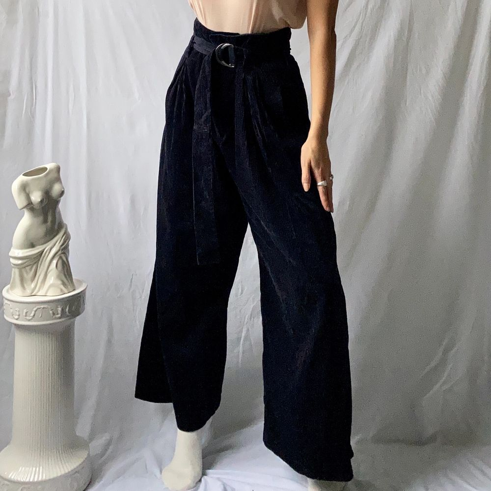 🌊 STYLISH WIDE DARK NAVY CORDUROY PANTS, HIGHWAISTED WITH LONG BELT AND SILVER CIRCLE HOOP  • SIZE - XS/ EU 34 / US 4 • BRAND - & Other Stories • MATERIAL - Corduroy / Manchester  MY MEASUREMENTS • Height 161cm / 5'3