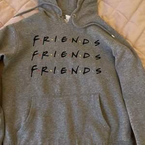 Fin hoodie , fint skick , billig pga frakt