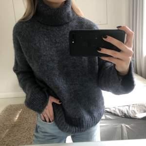 Stickadtröja från H&M. Så mjukt material! Endast använd en gång!! Priset är inklusive frakt!