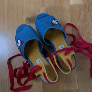 Gigi hadid tommy skor köpta för 2500kr
