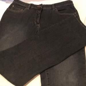 Baggy jeans köpta på second hand! Fin färg. Säljer då jag inte andvänder dom!