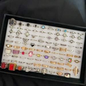 ❗️Läs noga innan köp❗️                                                              Dessa ringar är dem som är kvar från mina tidigaste annonser. Har även lagt till lite fler ringar. Alla är oanvända, Ta bild och ringa in dem ni vill köpa✨                                                                                       1 st  = 50 kr⚡️ 2 st = 90 kr⚡️ 3 st = 130 kr⚡️ 4 st = 170 kr ⚡️ 5 st = 200 kr                                                                                                ❣️Det finns ringar från xs till xl och vissa är även justerbara. Swipea för att se vilka som är kvar💕 Frakt 12 kr                                                                           ❗️Om ni ska köpa nåt får ni svara snabbt för annars säljs den till någon annan (många intresserade)❗️