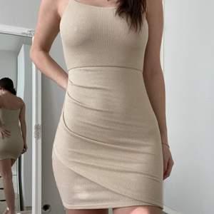 En tight fest klänning från Mango. I storlek Xs - S.