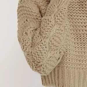 Jag söker denna Bubble sleeve knitted sweather av Misslisibells kollektion med NAKD i storlek XXS/XS