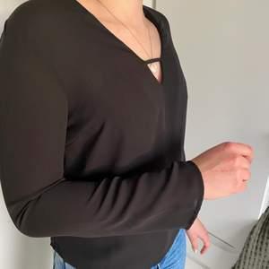 En svart blus i storlek 34. Använd ett fåtal gånger.