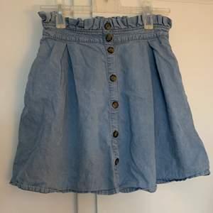 En till cool kjol till sommaren fick i present förra året och aldrig kom till användning. Den har stretch vid midjan vilket gör att den passar fler storlekar och är jätte skön 🤩
