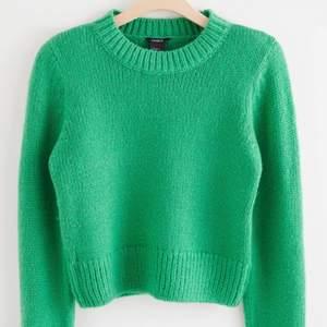 Den populära gröna stickade tröjan från Lindex. Storlek S 🤍 Frakt tillkommer på 66 kr (spårbart). Buda från 200 kr eller köp direkt för 450 + frakt