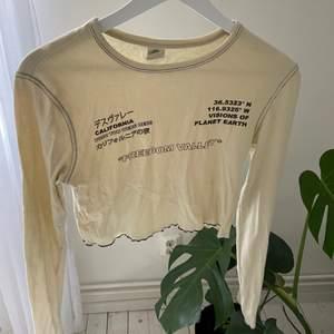 Superfin tröja från urbanoutfitters, kommer tyvärr inte till användning, storlek: S. 200kr