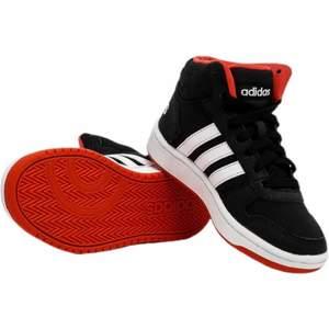 Balla sneakers från Adidas! I modellen Hoops Mid 2.0. I fin kvalité.❤️🔥