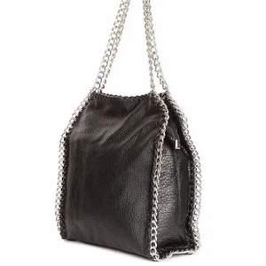 Jättefin populär väska, lägger ut igen då köparen inte svarat. Väskan finns inte längre att få tag i butik vad jag såg💓 BUDA!