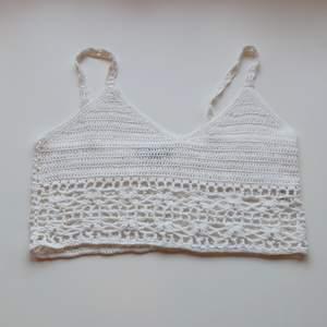 Virkat linne köpt här på plick men passade inte mina bröst varken med eller utan bh så är aldrig använd av mig, fint skick ☀️