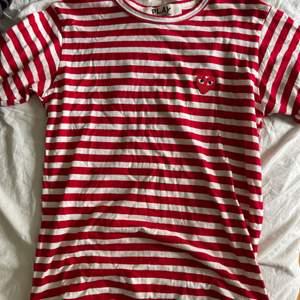 säljer min skit snygga t-shirt. Buda i kommentarerna 🤗🤗
