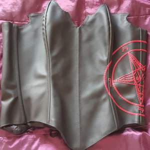 Corset size L / Xl new unworn is a unique design the pentagram is handmade material synthetic leather