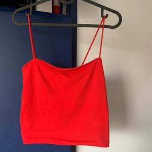 Populärt linne ifrån Gina, modellen scarlett. Croppat. Använd fåtal gånger.
