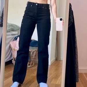Jeans från Weekday i modellen Voyage, storlek 27/32.
