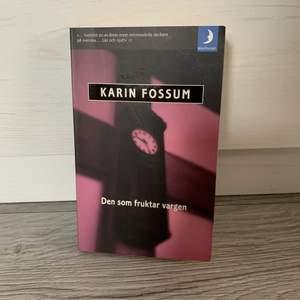 Säljer en bok där Karin Fossum är författaren. Boken är i ett fint skick då den är läst en gång. Säljer den för 20kr. För mer info så är det bara att skriva till mig