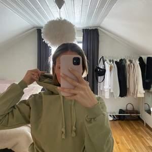 Super fin hoodie från NAKD.