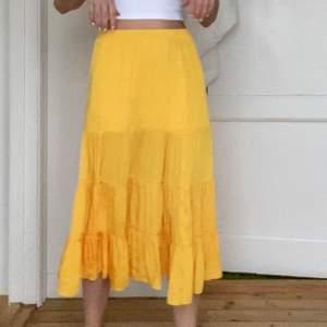 Somrig härlig kjol! Bra kvalitet och väldigt skön! 💞 frakt tillkommer om du inte kan mötas upp!